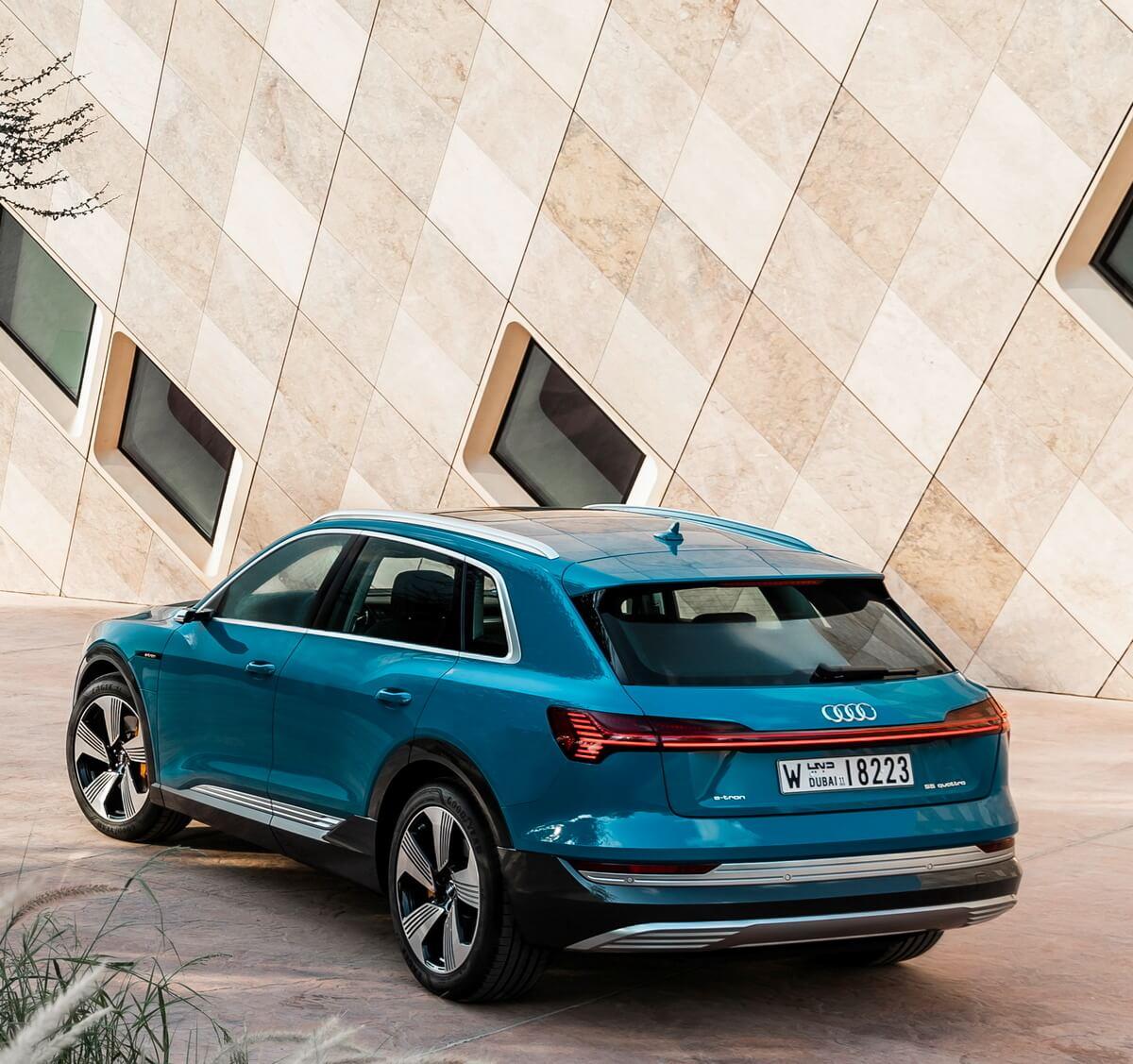 Audi e-tron 50 quattro Color Antigua blue