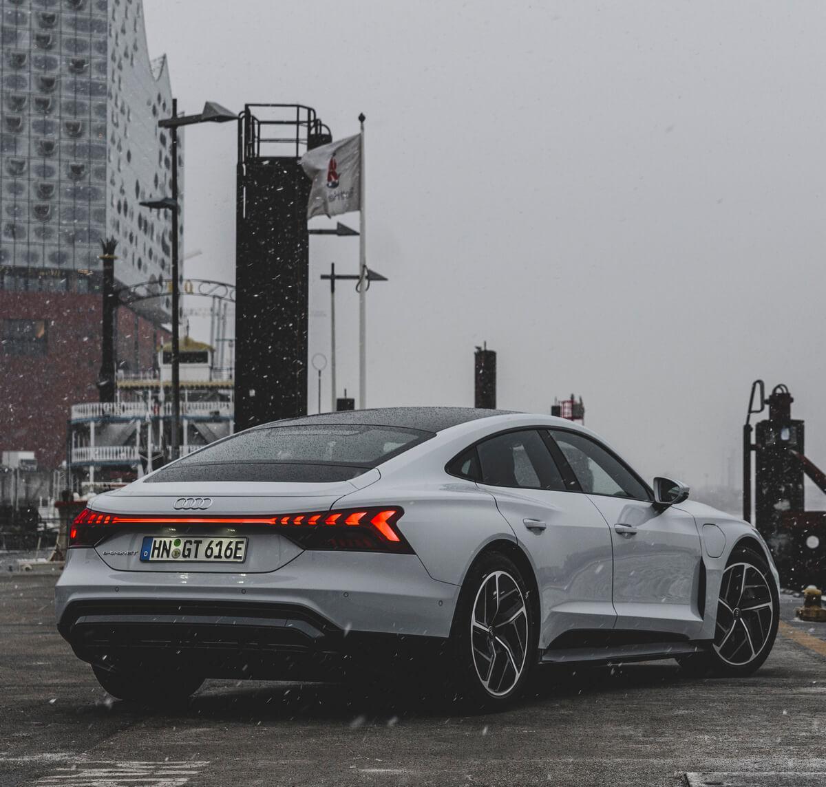 Audi e-tron GT quattro Color Suzuka gray