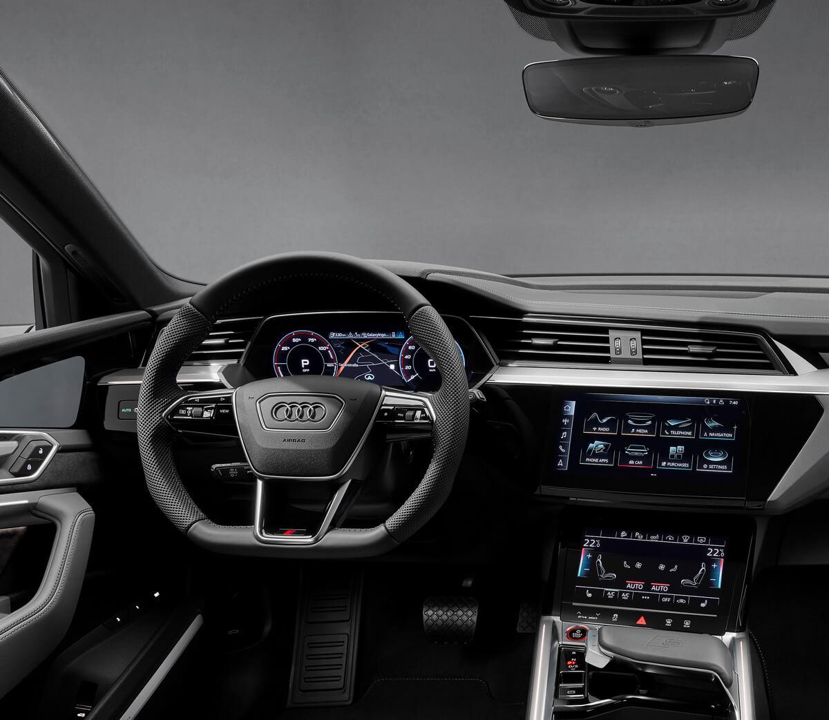 Audi e-tron S interior