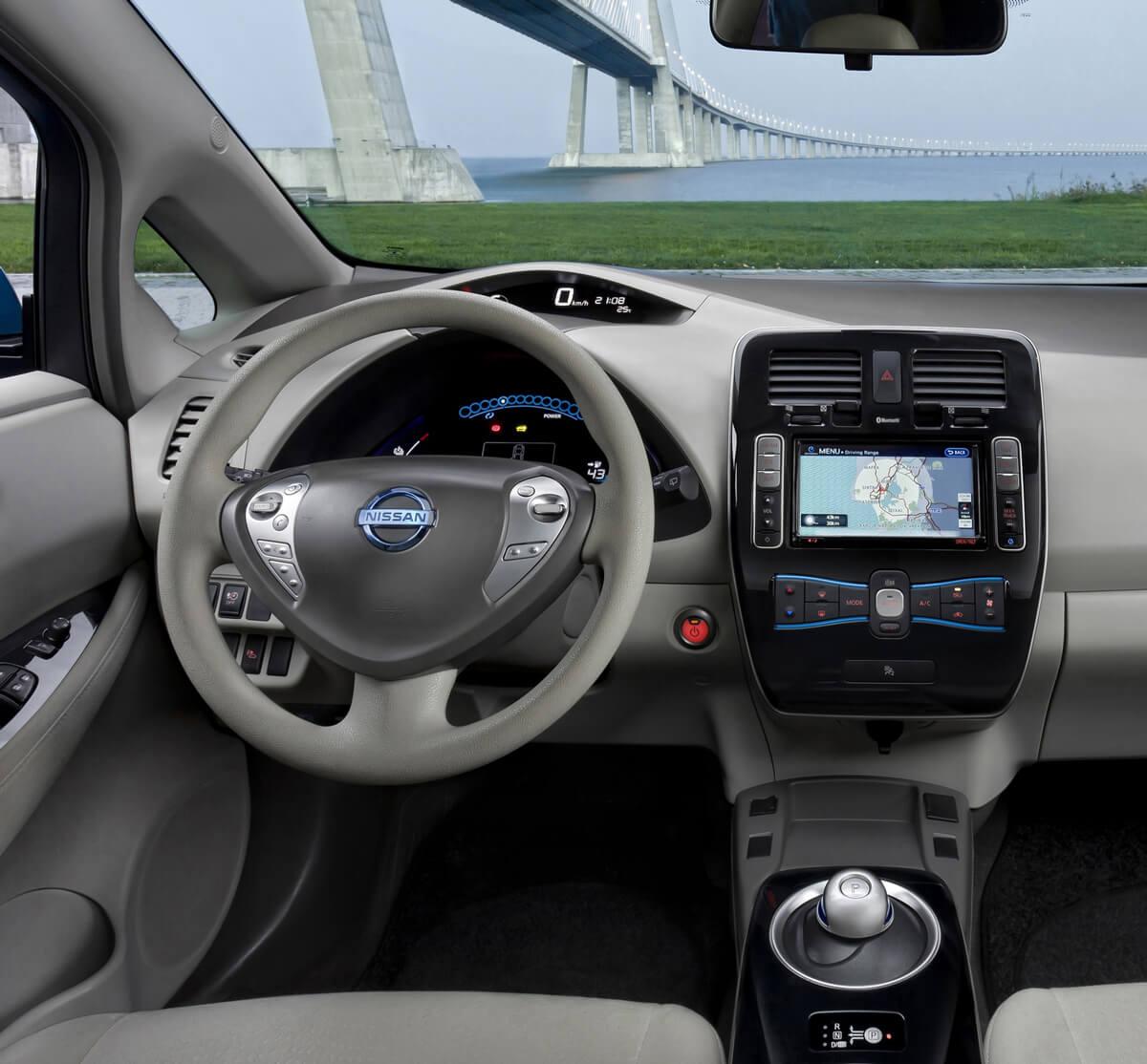 Nissan Leaf 24 kWh 2011 2012 2013 interior